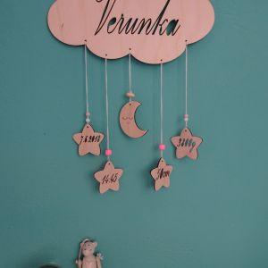 Dřevěný dekorativní Obláček s jménem miminka a informacemi o narození, 25 x 15 cm
