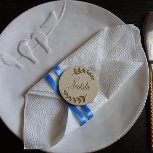 Svatební dřevěná jmenovka kulatá s motivem listů 5 cm