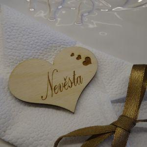 Svatební dřevěná jmenovka ve tvaru srdce 5,5 x 4 cm