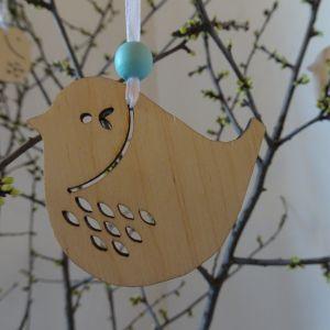 Velikonoční dřevěná dekorace k pověšení - Ptáček s výřezem kapek 6 x 6,5 cm