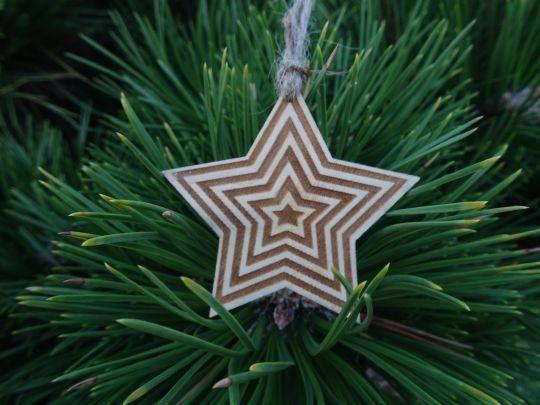 IMwood - Vánoční hvězda dřevěná - Dvoubarevná 6 x 6 cm