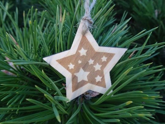 IMwood - Vánoční hvězda dřevěná - Noční obloha 6 x 6 cm
