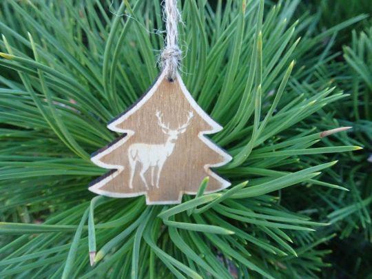 IMwood - Vánoční ozdoba - stromeček s jelenem 5 x 5 cm