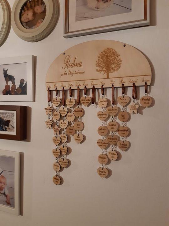 IMwood - Dřevěný dekorativní rodinný kalendář celý gravírovaný- oválný, 35 x 16 cm