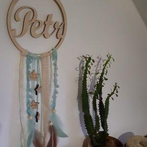 """Dřevěný dekorativní """"Lapač snů"""" s jménem miminka, průměr 18 cm"""
